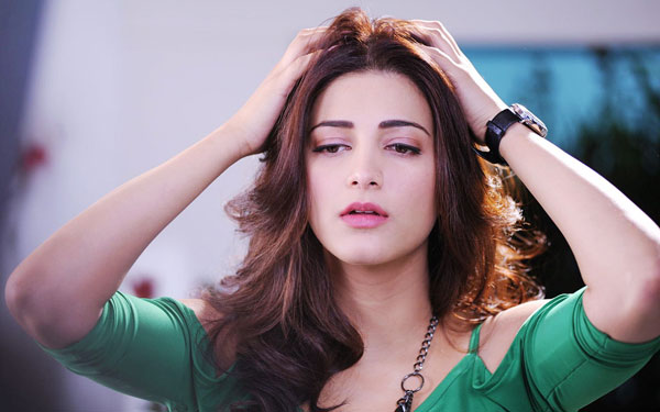 Shruthi Hassan Thanked the Vedalam Crew