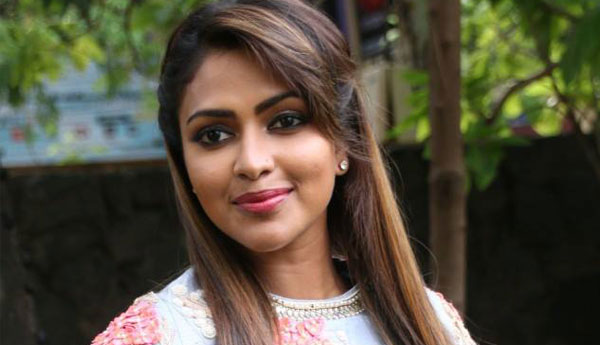Amala Paul plays mother of 15 years old girl