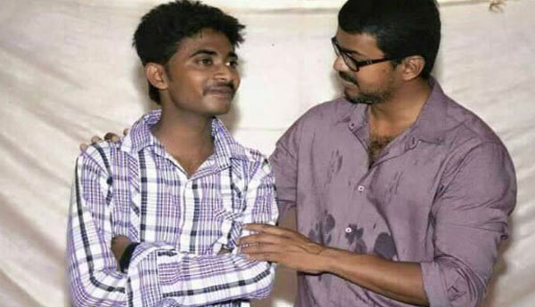 Vijay met his fan, who is at the verge of losing his Eye Sight
