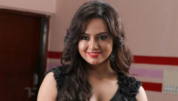 Actress Sana Khan quits the film Industry