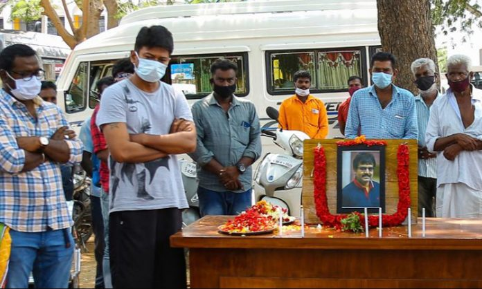 Udhayanidhi paid homage to Vivek, at shooting spot